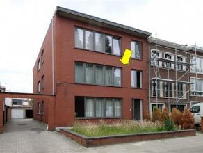 Appartement op de1e verd. van een klein gebouw (zonder lift) met lage alg. kosten, vlakbij winkels,scholen, supermarkt (Wim Saerensplein) en op wandel