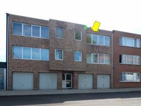 Vrij recent (1992) appartement op de 2de en hoogste verdieping van een klein gebouw, rustig gelegen in een enkelrichtingstraat nabij de Bisschoppenhof