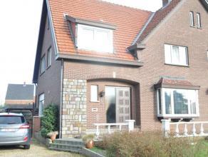 Gezellige ruime woning nabij het centrum en verbindingswegen van Beringen.<br /> Indeling: inkomhal, living, zithoek, keuken, bergplaats, wc en douche