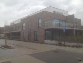 Nieuwbouw-appartement in een totaal nieuw complex met 3 slaapkamers, ruim terras, ondergrondse (ruime) autostaanplaats (n° 14), ruime kelder (n&de