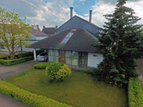 Op dit perceel van 991m2 bevindt zich een prachtige en luxueuze villa met de mogelijkheid tot het vestigen van een zelfstandige activiteit. De villa i