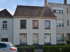 Deze perfect gerenoveerde woning is gelegen op de rand van Brugge-Assebroek. Op Fietsafstand van centrum Brugge en directe toegang tot de ring van Bru