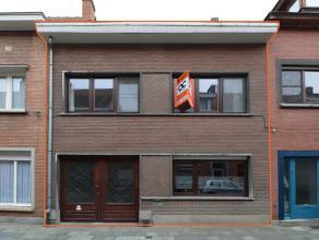 Ruime instapklare woning met garage en heel aangename tuin. Goed onderhouden woning waar regelmatig werken werden uitgevoerd om de woning optimaal te
