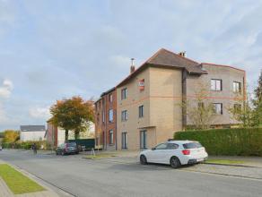 Dit instapklaar en ruim (163m²) duplex-appartement (bouwjaar: 2000) is gelegen in een rustig, groene omgeving nabij belangrijke invalswegen, buur
