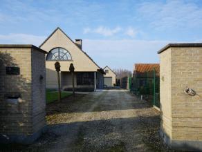 Deze villa is ideaal gelegen in Aalter, In een rustige residentiële wijk en dicht bij alle belangrijke invalswegen. (1 km van AD Delhaize en Carr