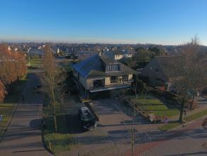 Deze woning is residentieel gelegen in Aalter op een mooi perceel van 881m². Deze woning heeft maar liefst een bewoonbare oppervlakte van 435m&su