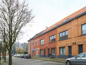De woning werd in 2014 volledig gestript en PERFECT gerenoveerd met hoogwaardige materialen. Gelegen in een rustige, verkeersluwe straat op 5min van G