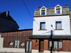 Proche du centre et des écoles, cette maison dispose de 2 séjours, 2 sdb, 3 chambres, 1 cuisine et une cour intérieur.