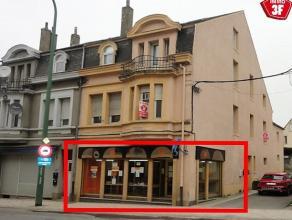 Au sein de la Grand Rue ( face à un feu rouge) local commercial disponible de suite