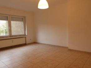 Appartement 2 chambres qui se compose d'un hall d'entrée, un séjour, une cuisine équipée séparée, 2 chambres