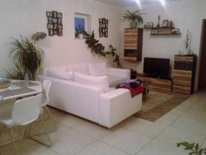 Spacieux appartement en parfait état qui se compose d'une grand pièce principale avec séjour/ salle à manger et cuisine &e