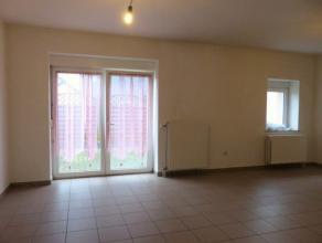 Appartement 1 chambre proche de toutes commodités (gare, petite restauration, boulangerie, ...) situé au rez-de-chaussée. Il se c