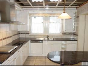Cet appartement situé dans un quartier calme d'Athus dans une résidence avec ascenseur.Il se compose d'un hall d'entrée avec espa