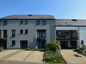Situé dans le paisible village de Viville (commune d'Arlon), dans une résidence récente sans ascenseur, ce duplex moderne dispose