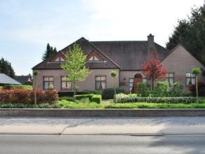 Gelegen aan een doorgaande weg, nabij het centrum van Kaulille. Zeer ruime villa op een prachtig aangelegd perceel van 20 are 56 ca. De woning omvat o