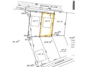 Mooi bouwperceel van 6a96ca met een ruime straatbreedte en een perfect zuiders georiënteerde tuin. Er is geen bouwverplichting.