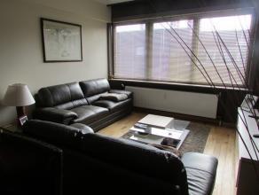 Bel appartement situé dans un petit immeuble (sans ascenseur) à Strombeek centre. Hall d'entrée, wc avec lave-mains, living, cuis