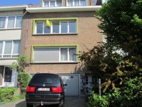 Appartement situé dans un petit immeuble sans ascenseur au 2ème  étage, comprenant: hall d'entrée avec wc et débarr