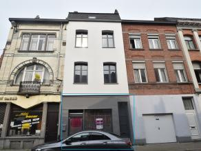 In het centrum van Dendermonde gelegen, instapklare studio (60 m²). De studio gelegen op de gelijkvloerse verdieping is als volgt samengesteld: e