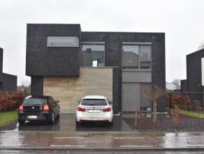 Moderne villa (nov. 2012) met 3 slpk., bureel, dressing, garage, oprit en tuin op 07 are 59 ca. Deze villa, uitgerust met alle modern wooncomfort best