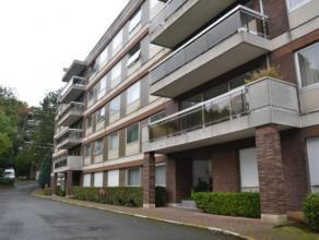 A proximité de l'Atomium et de ses commodités citadines, au rez-de-chaussée d'un immeuble de 5 étages, spacieux appartemen