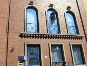 A proximité de l'avenue des Pagodes, au premier étage d'un petit immeuble, nous vous proposons un appartement en très bon &eacute