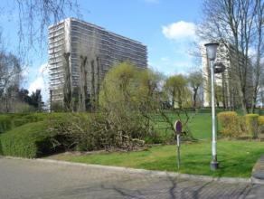 A proximité de toutes les commodités citadines, au troisième étage, un appartement agréable à moderniser, am
