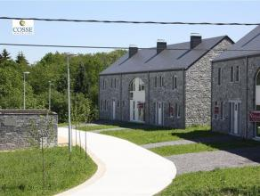 Een nieuwbouw in streeksteen Samenstelling : Gelijkvloers : hal, woonkamer, keuken, linnenkamer, wc, tuin 1ste verdieping : overloop, 3 slaapkamers, b