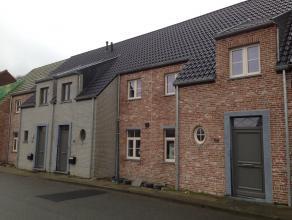 Gesloten ruime nieuwbouwwoning te koop. De woning staat reeds wind -en waterdicht, afwerking volledig naar keuze van de klant. Buitenaanleg werd reeds