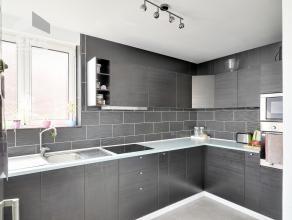 WORDT VERKOCHT MET Comfort Garantie PLUS !!!<br /> Leuk, gerenoveerd appartement met 2 slpk en terrasje.<br /> Géén syndicus in het gebo