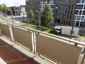Zéér goed gelegen te renoveren appartement met 3 slpk in Deurne Zuid! Zowel voor- als achteraan terras.Op wandelafstand van het Boeckenb