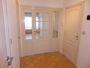 Zéér gezellig en licht appartement met mogelijk 3 slpk of 2 slpk + bureel en zuider terras van 2,8m op 0,90m voor 129 000euro.Klein besc