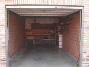 Garagebox G8 op het gelijkvloers met toegang langs de privéweg. 3m x 6m