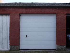 Garagebox gelegen te Deurne, aan de Bisschoppenhoflaan 98. Doorrit onder het gebouw naar het garagecomplex. Oppervlakte van 14,38 m².