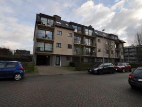 Mooi afgewerkt appartement van +/-90m² met 2 slaapkamers, 2 terrassen & private garagebox! Indeling: inkomhal, leefruimte met zithoek en eetp