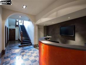 Au 1er étage d'un bel hotel de maître situé sur le square Vergote, magnifique surface de bureau sur 200m². - 3 grandes pi&egr