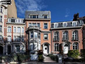 Au rez-de-chaussée d'un bel hôtel de maître situé sur le square Vergote, magnifique surface de bureau sur 215m² avec te