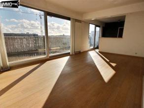 Entre L'OTAN et la chaussée de louvain, penthouse-appartement 1 chambre de 65 m² + terrasse de 28 m² - Living de 23 m² avec parq