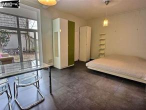 A proximité de la RTBF, flat rez-de-chaussée meublé de 40 m² avec cours de 30 m² - Hall d'entrée de 2 m² av