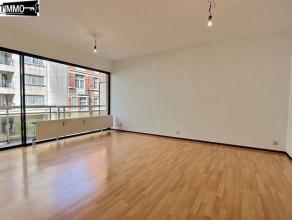 Proche de la CEE et du métro Diamant, appartement 1 chambre de 60 m² + terrasse de 8 m², au 1er étage. Composé d'un hal