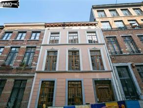 Maison de 1830 de 405 m² sur 1 are 53 ca avec une arrière maison du début 17ème siècle construite autour d'un patio c