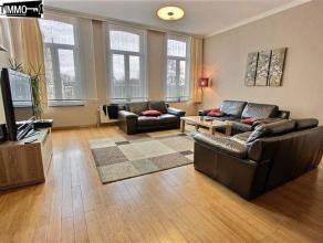 A deux pas de l'Eglise Notre-Dame de Laeken, duplex 3 chambres de 132 m² - Niveau 2 : 70 m² - Salle à manger avec plancher vér