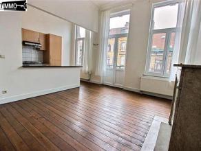 A deux pas de la gare de Schaerbeek, appartement 1 chambre de 55 m² au 2e étage - Hall de 4,5 m² avec plancher- Living de 24 m²