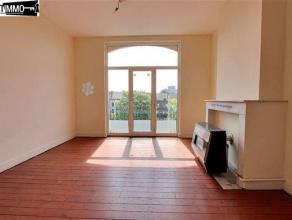 Place des Chasseurs Ardennais, lumineux appartement 1 chambre de 60 m² au 3e étage - Séjour avant de 17 m² avec plancher et ch