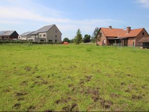 Gunstig gelegen perceel bouwgrond met prachtig zicht op achterliggende weilanden.Het betreft een lot van 1.175 m².De rustige ligging (doch met go
