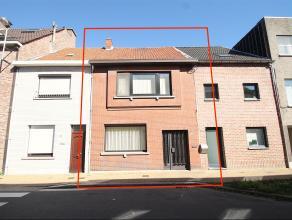 Uitstekend gelegen woning met 3 slaapkamers en stadstuin in centrum te Sint-Niklaas.De mooie voorgevel, de goede ligging met vlotte verbinding naar E1
