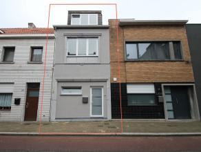 Volledig gerenoveerde woning met 4 slaapkamers en stadstuin in het centrum van Sint-Niklaas. De goede centrale ligging, de volledig goedgekeurde elekt