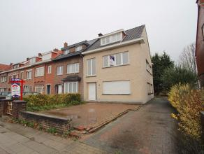 Uitstekend gelegen woning met mogelijkheid tot 6 slaapkamers te Sint-Niklaas.De centrale ligging nabij Waasland Shopping center, de markt en verbindin