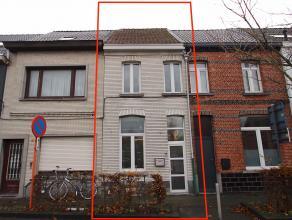 Centraal gelegen woning in het centrum van Sint-Niklaas.De goede ligging nabij winkels, scholen, openbaar vervoer E17/N70, de nieuwe ramen in pvc, de
