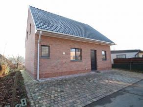 Instapklare, recente (2012) woning met 2 slaapkamers in rustige, groene omgeving op het Waesmeer te Tielrode. Het recente bouwjaar (2012), de instapkl